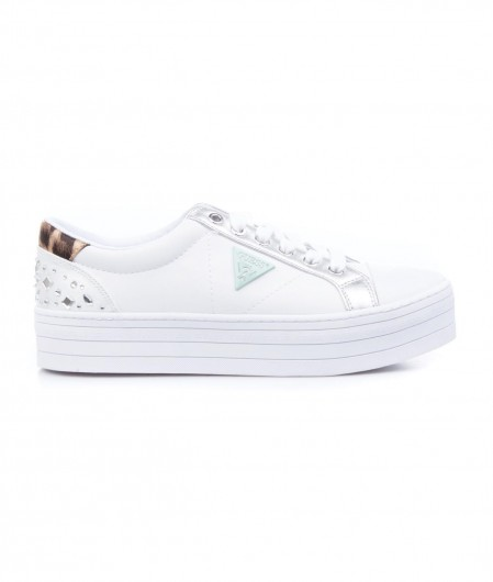 Guess Sneaker with logo patch white